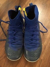 Stephan Curry size 4y sneakers Tinton Falls, 07724