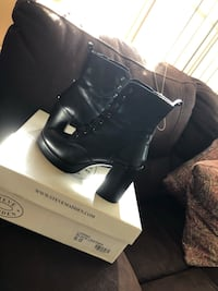 Pair of black steve madden leather round toe chunky heeled boots with box Castro Valley, 94546