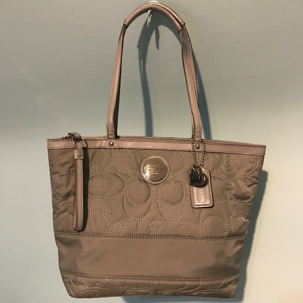 736fc4e6a4bb Coach pre-owned gray nylon signature stitch monogram quilted tote shoulder  bag usado en venta en Chicago - letgo