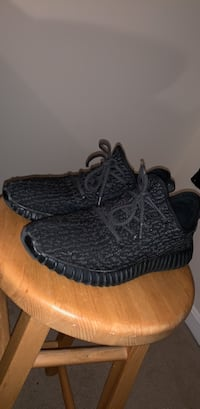 Black Pirate Yeezy Sz 10.5 Centreville, 20120