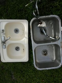 "2 sinks 33""×22"" & 33""×18"" with faucets.  Clearwater, 33756"