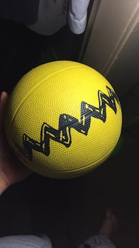 Charlie Brown Ball - needs a little air Los Angeles, 90011