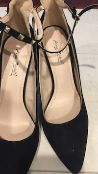 pair of black leather pointed-toe heels Frederick, 21703