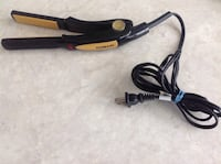 CONAIR -Straightener Grate working and Conditions it has 2 buttons on&off ,25 degrees heat Hamilton, L8V 4K6