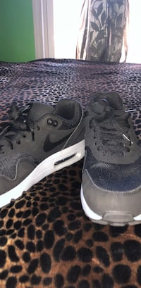 Pair of gray nike low-top sneakers Des Moines, 50315