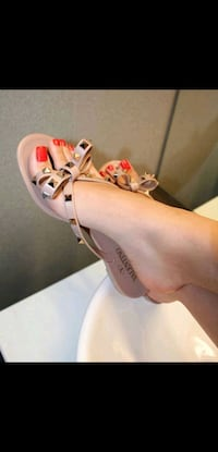 VALENTINO GARAVANI PVC ROCKSTUD BOW SLIPPER NUDE