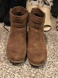 brown ankle booties East Peoria, 61611