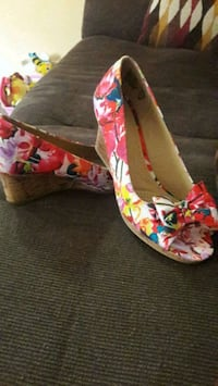 pair of multicolored floral peep-toe wedges Manassas Park, 20111