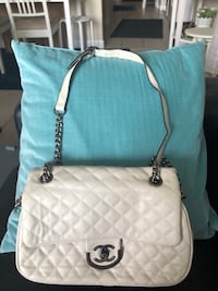 Chanel White leather quilted crossbody bag Toronto, M2N 7G8