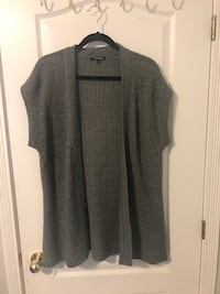 gray and black button-up sleeveless shirt Surrey, V4N 3W2