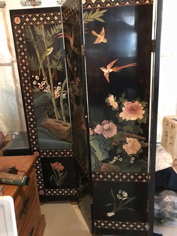 Room divider Chinese inspired. Good quality. Very heavy d5b5b94b-e866-4b64-acc8-37d113fa83c0