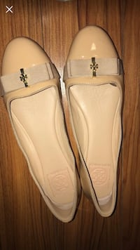 pair of white leather slip-on shoes Glendale, 91205
