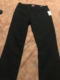 Brand new Aeropostale jeans for women, size 4. Excellent