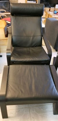 Ikea 2-Poang chairs + ottomans blk leather Waterloo Regional Municipality, N3A 3E4