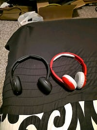 2 Skullcandy headphones Bluetooth