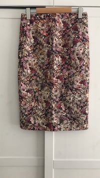 Brand new without tag Zara Skirt Surrey, V3R