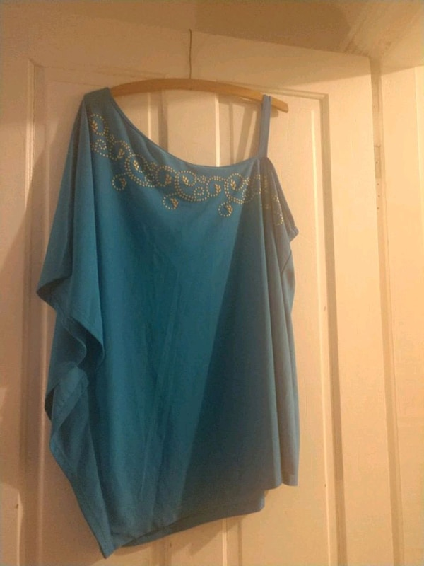 Size 1X 18/20 Avon blue bare shoulder shirt