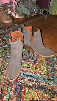Booties size 8 never worn College Park, 20740
