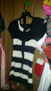 white and black striped scoop-neck cap-sleeved shirt Dunlap, 37327