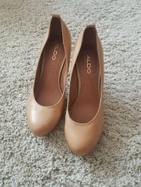 pair of brown leather pointed-toe pumps Toronto, M6P 2K9