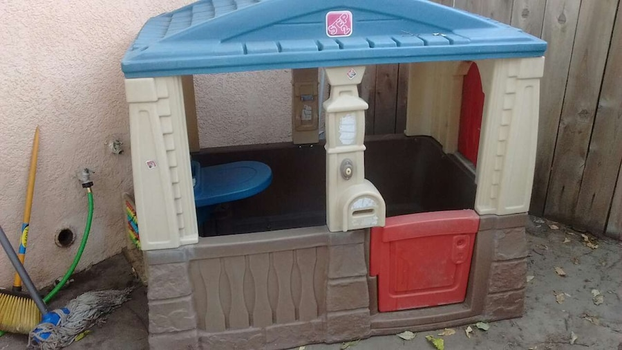 Used kids playhouse in bakersfield for Used kids playhouse