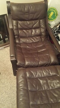 Vintage Bramin leather reclining chair and ottoman Langley, V3A 4C3