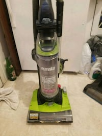 Eureka Upright Vacuum cleaner/ Like new / May need attachments
