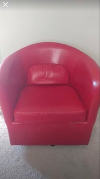 Red leather chair no rips or stains. Pet free smoke free home also   Murfreesboro, 37130