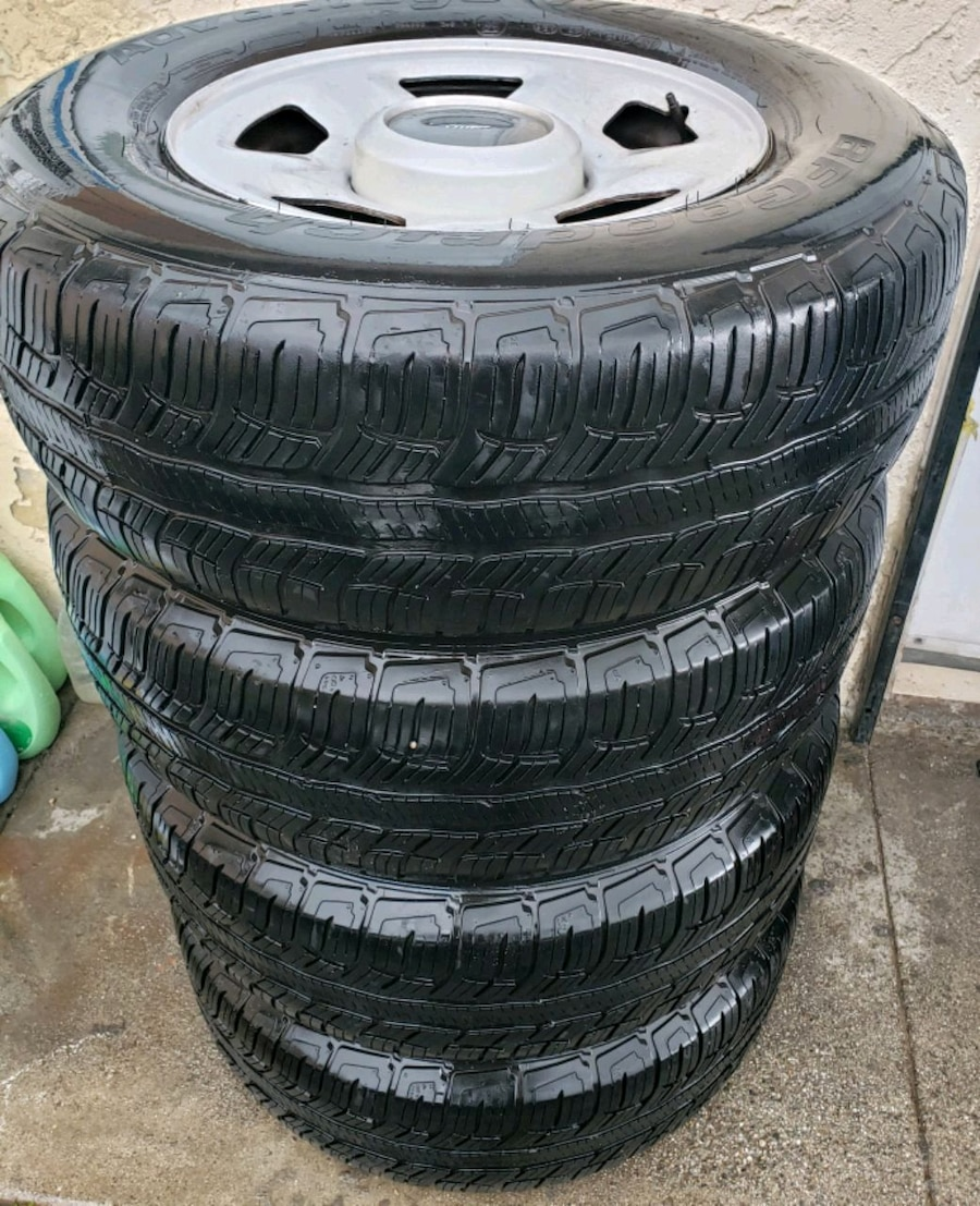 Photo FORD F150 / FORD EXPEDITION RIMS AND TIRES 265/70/17