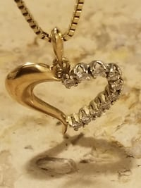 Heart PENDENT HEART WITH DIAMOND and chain Great Neck