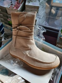lot of womens suede flat ankle boots, must take al Providence, 02903