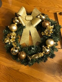 "24"" Artificial Christmas Wreath in Gold with Glitter Bow & Door Hanger! Brand New  418 mi"