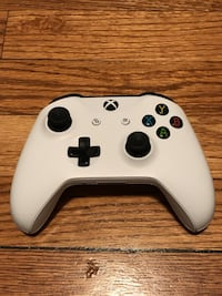 White and black xbox one controller Highwood, 60040