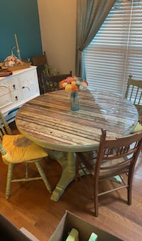 Large pedistool Table and 7 chairs Nashville, 37211