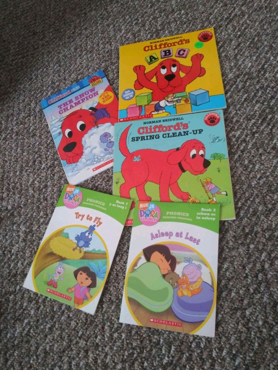 Photo Clifford the big red dog & dora books