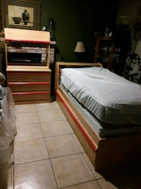 Twin  bed with drawer. Sacramento, 95842