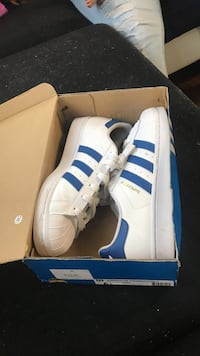 6 1/2 Navy blue adidas superstars West Palm Beach, 33413