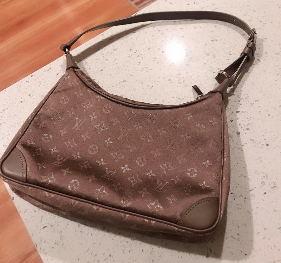 Photo VINTAGE LOUIS VUITTON LITTLE BOULOGNE HAND BAG TAUPE MONOGRAM SATIN