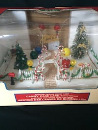 Lemax 2003 Retired Christmas Decor w Tons of Lights  Calgary, T2G 0N4