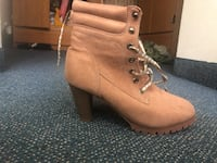 Pair of pink high heel boots San Diego, 92106