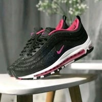 unpaired black and pink Nike running shoe Sterling, 20166