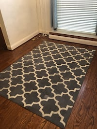 Grey and white rug - 7ft x 10ft Baltimore, 21231