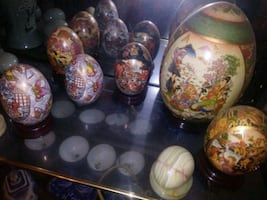assorted color ceramic decorative eggs