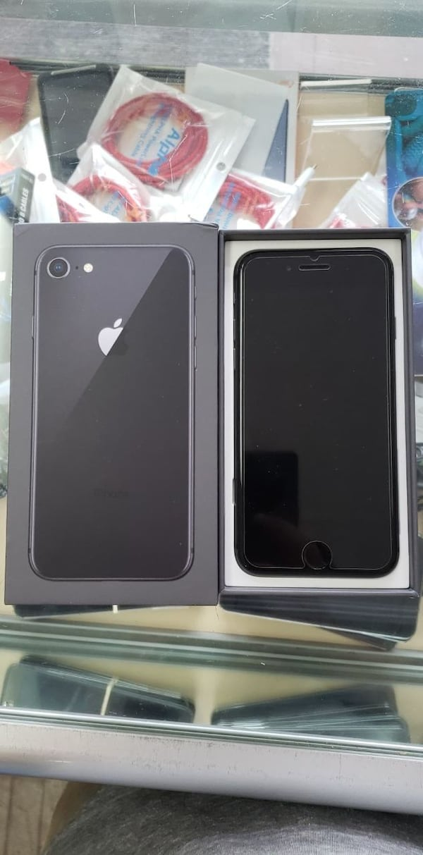 IPHONE8 64GB a8eaa21b-49e5-4759-b285-8f7b4f867bf0