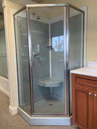 NeoAngle Shower w/ Doors Sold As Is Leominster, 01453