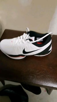 Brand New Nike Air Ring Leader Low 10 km
