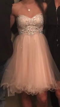 Beautiful grad or prom dress Worn once. Excellent condition. Size XS Cambridge, N1S 0A2