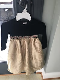 Girls size 3T black and gold dress  20 km