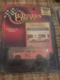 Winner's Circle 1936 Pink Ford Victoria scale model with pack Union, 39365