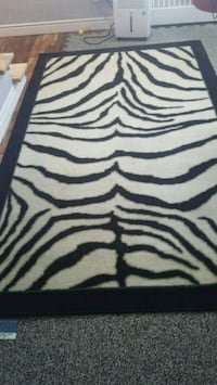 Tapis 5x8 from pet and smoke free home. Montreal